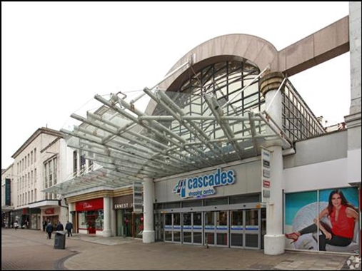 Portsmouth, Unit 48 - 621 SF Shopping Centre