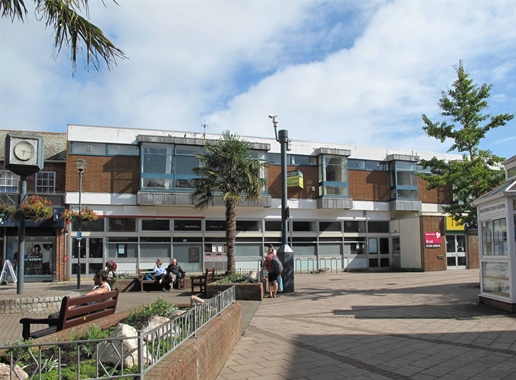 Exmouth, 4-6 Chapel Street - 1,720 SF Shopping Centre