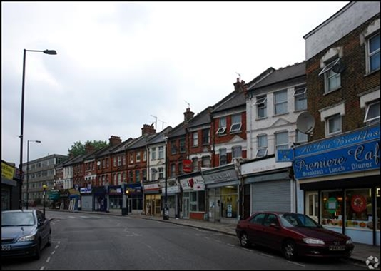 London, 120 West Green Road - 1,152 SF High Street