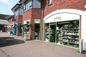 648 SF High Street Shop for Rent  |  18 - 19 The Maltings, Salisbury, SP1 1BD