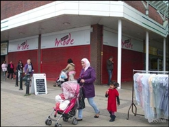 925 SF Shopping Centre Unit for Rent | 52 Market Way, Salford, M6 5HW