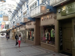 635 SF Shopping Centre Unit for Rent  |  12 16 Queens Arcade, Leeds, LS1 6LF