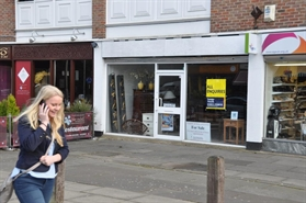 930 SF High Street Shop for Rent  |  100 Sycamore Road, Amersham, HP6 5EN