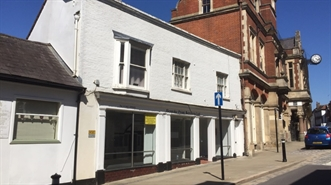 660 SF High Street Shop for Rent  |  44 High Street, Hemel Hempstead, HP1 3AE