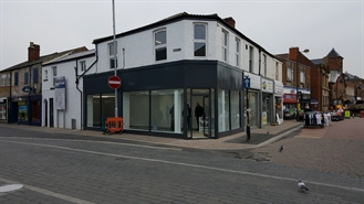 600 SF High Street Shop for Rent  |  46 Carlton Street, Castleford, WF10 1BA