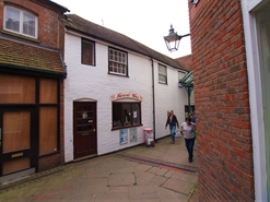 423 SF High Street Shop for Rent  |  33a Carfax, Horsham, RH12 1EE