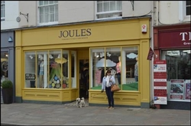 810 SF High Street Shop for Rent  |  9 South Street, Chichester, PO19 1EH