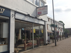 667 SF High Street Shop for Rent  |  106 Sycamore Road, Amersham, HP6 5EN