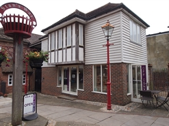 205 SF High Street Shop for Rent  |  5 The Courtyard Stans Way, Horsham, RH12 1HU