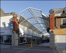 818 SF Shopping Centre Unit for Rent  |  Unit 7, St Georges Shopping Centre, Gravesend, DA11 0TA