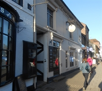 966 SF High Street Shop for Rent  |  88 High Street, Marlow, SL7 1AQ