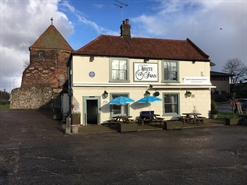 117 SF High Street Shop for Sale | The White Swan, Great Yarmouth, NR30 1PU