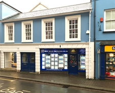 720 SF High Street Shop for Rent  |  8 Dark Gate Street, Carmarthen, SA31 1PT