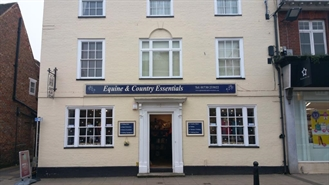 431 SF High Street Shop for Rent  |  15 High Street, Petersfield, GU32 3JT
