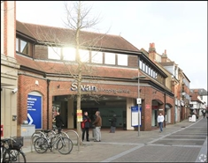 957 SF Shopping Centre Unit for Rent  |  Unit 25, Swan Centre, Leatherhead, KT22 8AH