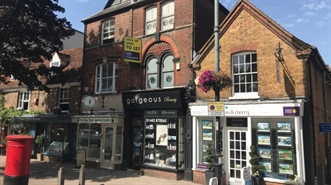 350 SF High Street Shop for Rent  |  126 High Street, Berkhamsted, HP4 3AT