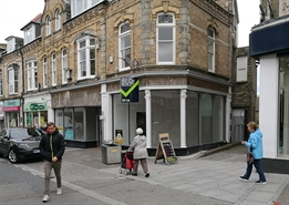 1,104 SF High Street Shop for Rent  |  39-41 Bank Street, Newquay, TR7 1DJ