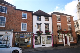 501 SF High Street Shop for Rent  |  4 Market Place, Romsey, SO51 8NB